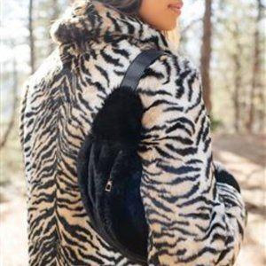 🆕️  Anna & Ava Black Faux Fur Belt Bag